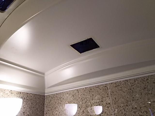 浴室換気乾燥機新規設置工事 既設換気扇撤去後。