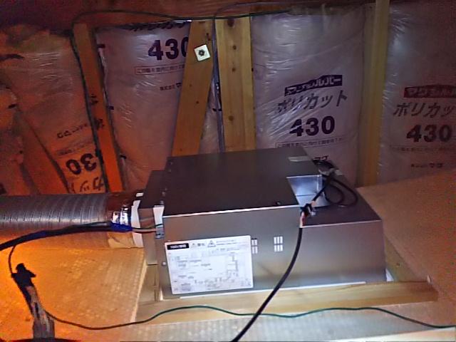 浴室換気乾燥機新規設置工事 排気ダクト取付完了後。