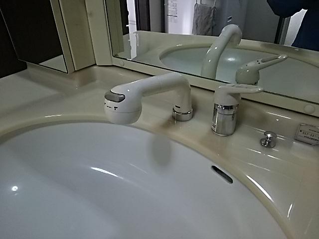 洗面水栓取替工事 取替施工前。