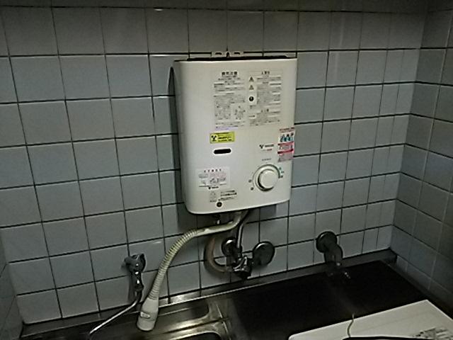 小型電気温水器へ取替工事 取替施工前。