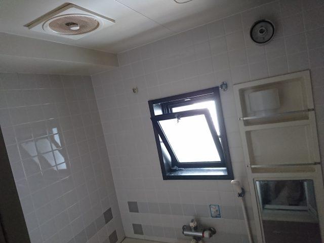 既設浴室内壁