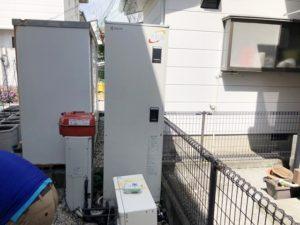 既設のエコキュートと仮設置した石油給湯器